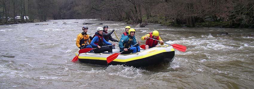 Op de rivier de Ambleve kun je raften in de wintermaanden met je groep