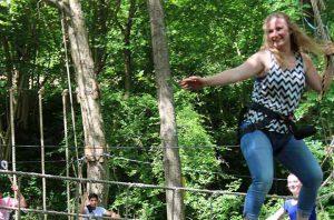 river ropes is een stoer klimparcours over de rivier heen met verschillende touwbruggen