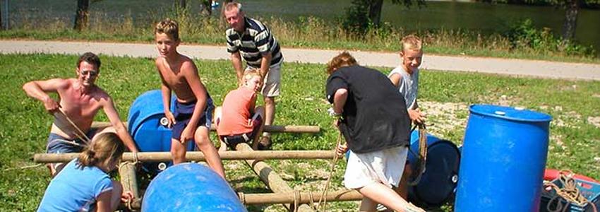 Vlotbouwen in de Belgische Ardennen als teambuilding activiteit
