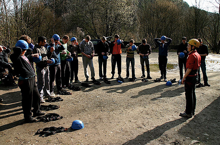 Scholen komen graag naar de Belgische ardennen voor een kamp voor teambuilding en actieve activiteiten